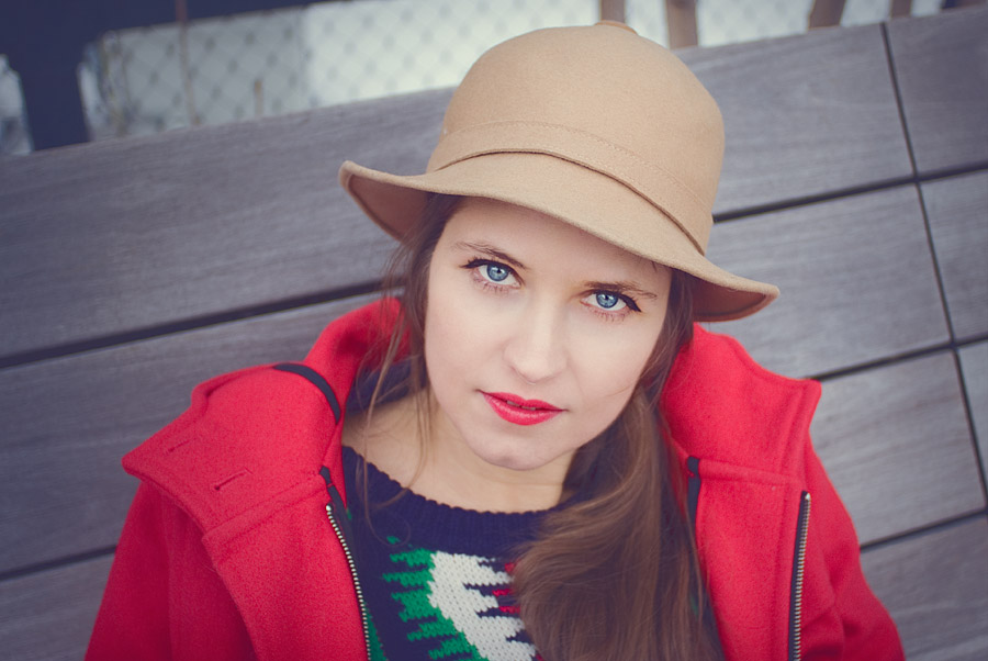 fashion-style-close-up-hor-red-coat-vintage-hat-jeffrey-campbell-boots-skinni-jeans--Feb-01-2015-02