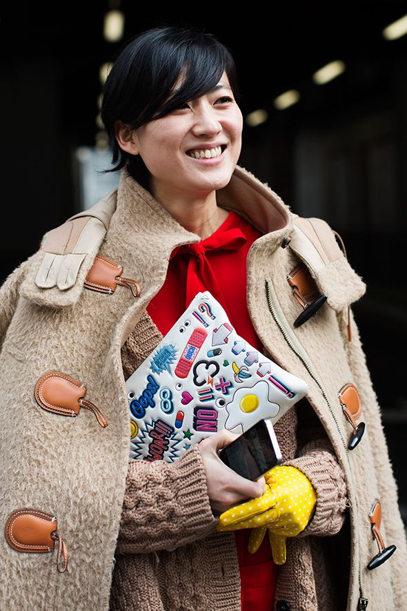 kids stuff purse and camel coat and yellow gloves at LFW 2015