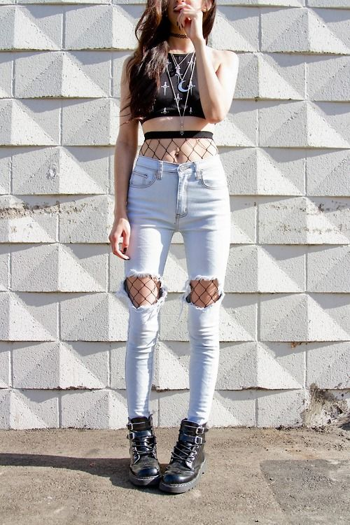 Knee Peep Show: Big Two Ripped Knee Jeans Outfits